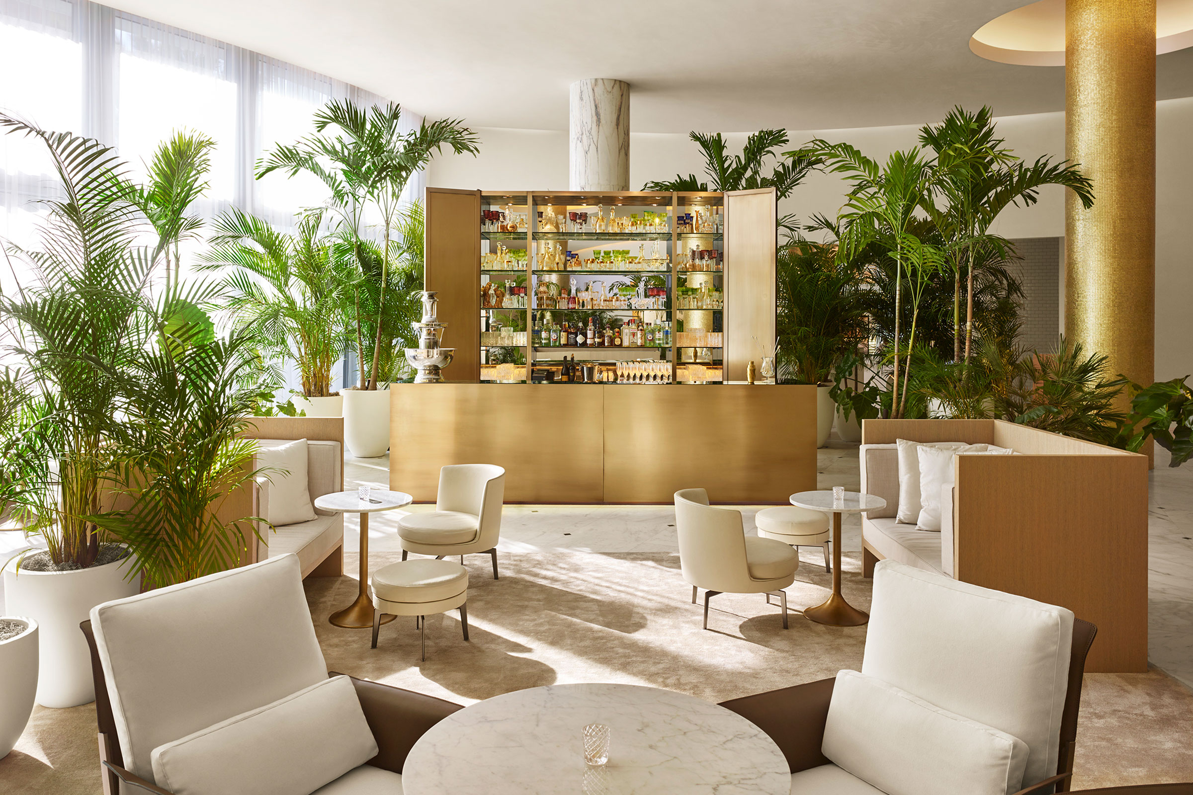 The-Miami-beach-EDITION—Lobby-Bar